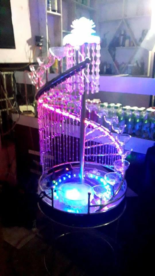 tháp ly xoắn bậc thang