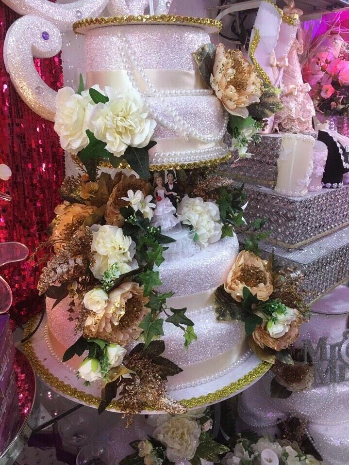 Bánh kem cô dâu chú rể